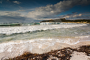 Dynamic Waves In Tropical Shore Stock Photos - Image: 5274953