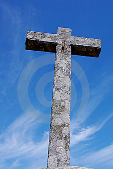 Cross over blue sky Free Stock Photography