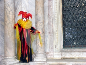 Carnival: mask between pillars 2