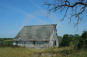 Spooky Old Barn Royalty Free Stock Images - Image: 5579519