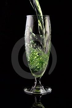 Gegoten Glas Van Drank Stock Afbeeldingen - Beeld: 5637904