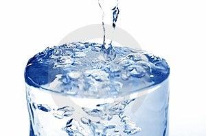 L'acqua Ha Versato In Vetro Fotografie Stock Libere da Diritti - Immagine: 5645978