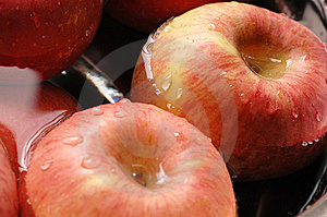 Red Apples Royalty Free Stock Photo - Image: 5661095