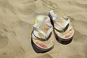 Flip-flop Su Una Spiaggia Fotografia Stock - Immagine: 5687190