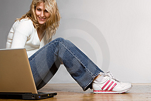 Prettygirl with laptop computer
