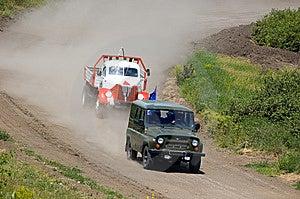Vrachtwagen In De Concurrentie Stock Afbeeldingen - Afbeelding: 5821324