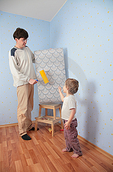 Father And Daughter Change Wall-papers Royalty Free Stock Images - Image: 5829249