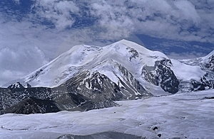 Mt.Anemaqen Stock Photo - Image: 5872480