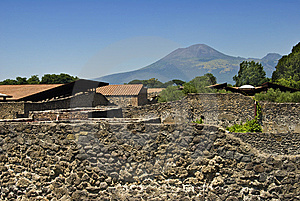 Pompei And Vesuvius Royalty Free Stock Images - Image: 5973459
