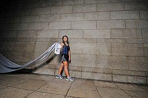 Девушка в движении 13 Стоковая Фотография - изображение: 6081152