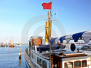 Steam Ship Royalty Free Stock Images - Image: 6127019