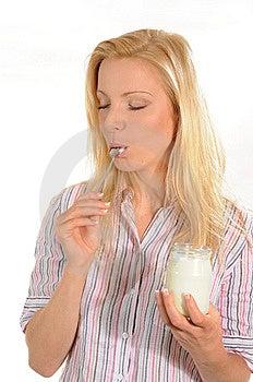 Het Genieten Van Van Yoghurt Stock Foto's - Afbeelding: 6243083