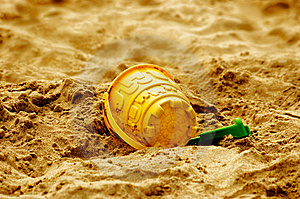 Bucket And Spade Royalty Free Stock Image - Image: 6252336