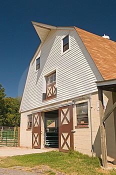 Gambrel Barn On Dairy Farm Stock Photos - Image: 6275373