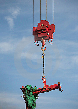 Crane Lifting Load Royalty Free Stock Images - Image: 6290579