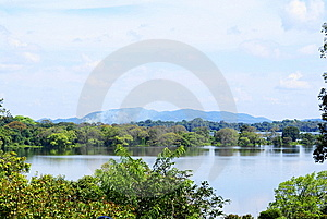 Big Lake Side View Royalty Free Stock Images - Image: 6333399