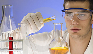 Scientist working in a laboratory Royalty Free Stock Photos