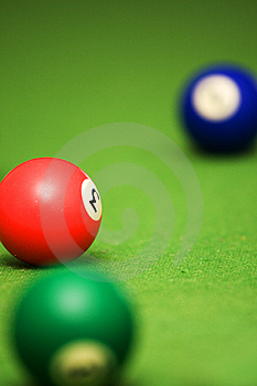 Boules De Piscine Sur La Table De Billard Images stock - Image: 6403314