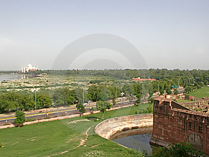 Taj Mahal And The Area Around It Royalty Free Stock Images - Image: 6422469
