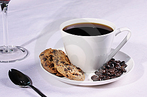 Coffee cup with biscuits and Coffee beans Royalty Free Stock Photos