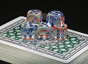 Spielkarten Und Knochen Lizenzfreies Stockfoto - Bild: 6475035