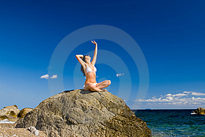 Woman Relaxation In The Beach Royalty Free Stock Photos - Image: 6482118