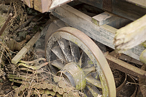 Decaying Old Farm Cart Stock Images - Image: 651864