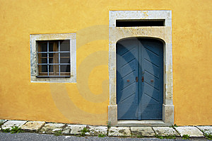 Yellow Wall And Blue Door Royalty Free Stock Images - Image: 6554529