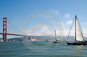 Yahts In Front Of Golden Gate Bridge Royalty Free Stock Photography - Image: 6578607