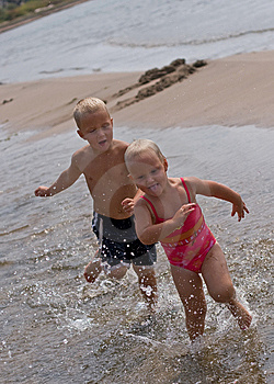 Kids Running At The Beach Royalty Free Stock Images - Image: 6615209