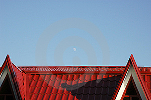 Moon Over Red Roof Royalty Free Stock Images - Image: 6686489