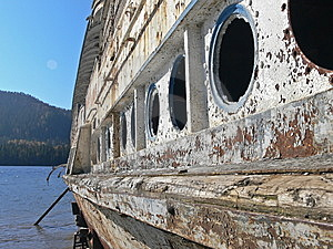Boat Obsolete On Lake Royalty Free Stock Photos - Image: 6748428