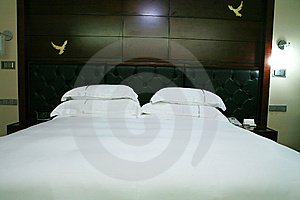 King Size Bed Stock Images - Image: 6800524