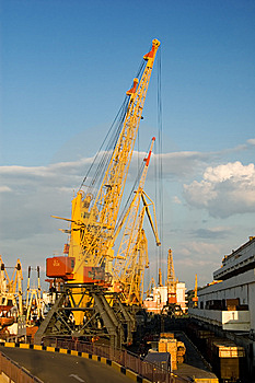 Elevating Cranes In Port Royalty Free Stock Photography - Image: 6822957
