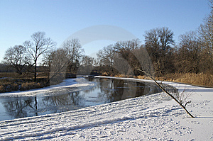 Winter River Royalty Free Stock Images - Image: 6826069