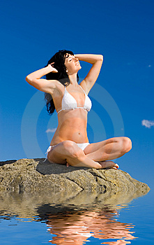 Woman Relaxation In The Beach Royalty Free Stock Images - Image: 6894109