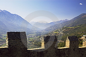 Walls Of Castle Royalty Free Stock Images - Image: 6904479