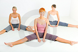 Stretching women Free Stock Photography