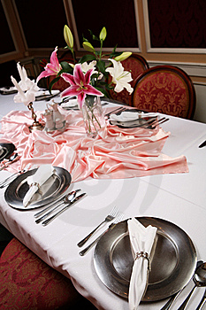 Elegant Dinning 2 Royalty Free Stock Images - Image: 7006779
