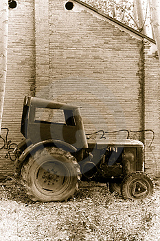 Old Tractor Royalty Free Stock Images - Image: 7023169