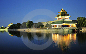 Night Scene Of Corner Building Of Forbidden City Royalty Free Stock Images - Image: 7057739