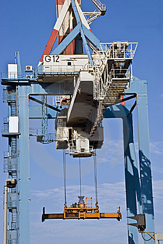 Huge Crane Royalty Free Stock Images - Image: 7780819