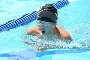 Simning För Pojkebröstslaglängd Arkivfoton - Bild: 7809913