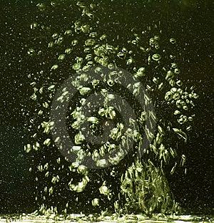 Mouvement Des Bulles De L'eau Dans L'espace Images stock - Image: 7831634