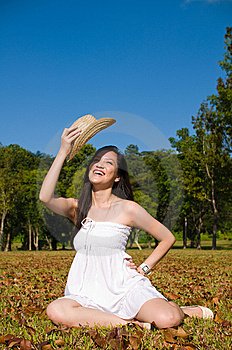 Belle Fille Asiatique En Parc Photographie stock - Image: 7852962
