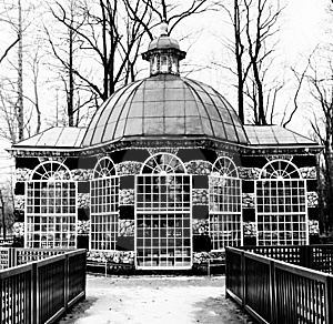 Rotunda In Black-and-white, Peterhof, Winter Time Royalty Free Stock Images - Image: 7914819
