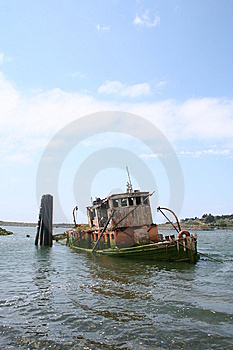 Old Sunken Tugboat Stock Images - Image: 7955464