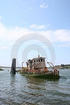 Old Sunken Tugboat Stock Images - Image: 7955464