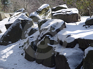 Snow On Rocks Free Stock Photography