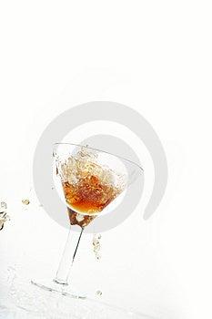 Vara Exponeringsglas Hälld Wine Royaltyfria Bilder - Bild: 8011409